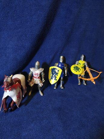 Іграшкові лицарі.