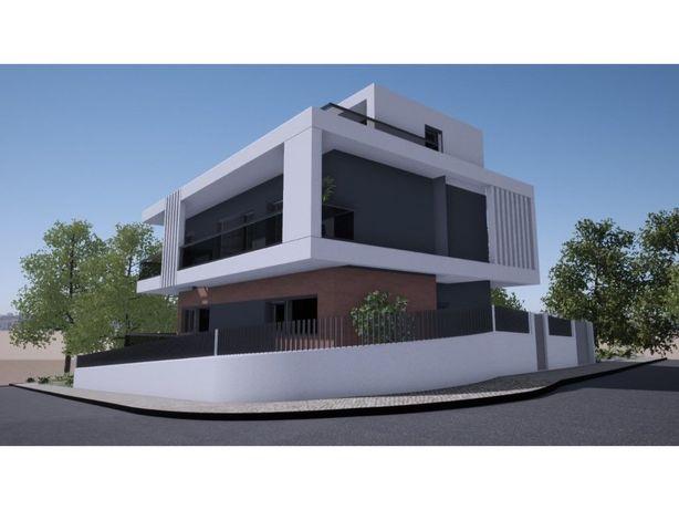 Moradia V4 + 1 com piscina, em construção em Casal do Bis...