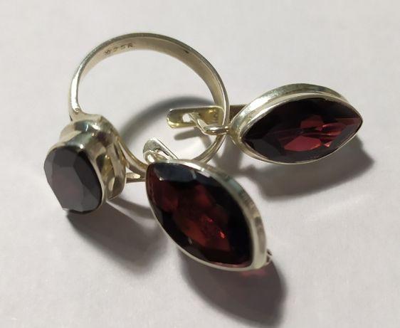Подарок барышне - серьги и кольцо с гранатом. Гранат в серебре.