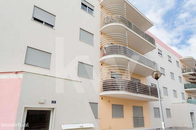 Apartamento T1 com Box - Venha visitar este fantástico imóvel !!
