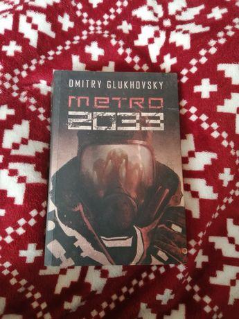 """Książka """"Metro 2033"""""""