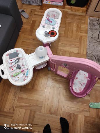 Kącik pielęgniarki ogromny zestaw do zabawy dla lalek firmy nenuco