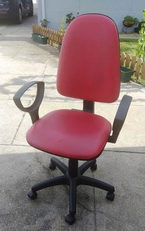Cadeira de escritório em pele vermelha como nova