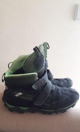 Buty zimowe dla chłopca firmy Bartek, rozmiar 38. Wodoodporne.