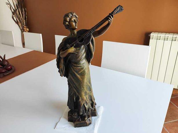 Escultura de 1905, pela melhor oferta.