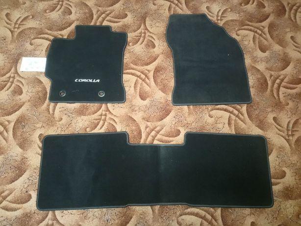 Оригінальні коврики Toyota Corolla