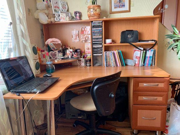 Гарнитур в спальню, комплект мебели, стол, шкаф, кровать