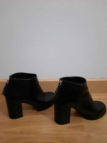 Botas de cor preta