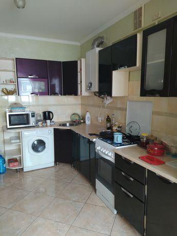 Кухонная мебель большая