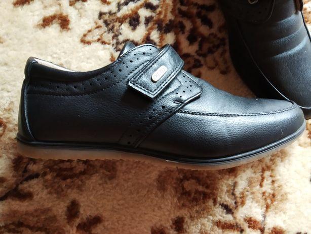 Шкіряні туфельки для хлопчика