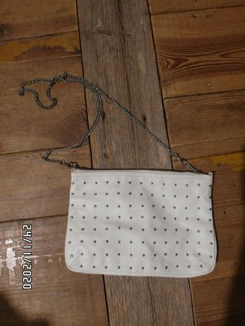 Biała torebka łańcuszek ćwieki metal H&M HM