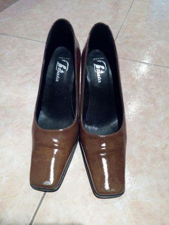 Vendo sapatos senhora da Bata, N°37 como novos