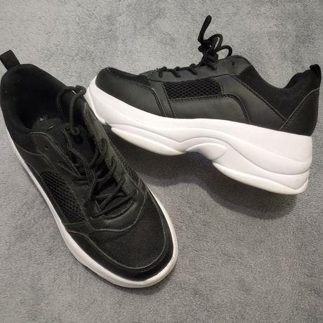 Кросівки жіночі NEW LOOK
