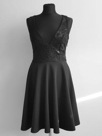 Sukienka balowa koronka cekiny głęnoki dekolt czarna z koła rozkloszow
