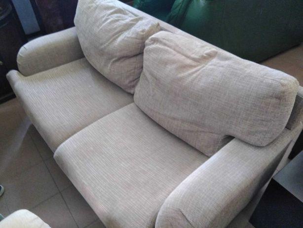 Sofá de 2 lugares usado em bom estado