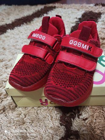 Продам кросовки для девочки