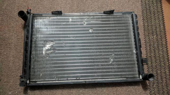 Продам радіатор Mersedes 124 w124 190-220