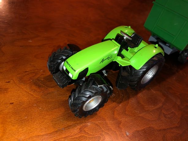 Ciągnik traktor SIKU DEUTZ-FAHR AGROTRON 6.05 metalowy Farma GERMANY