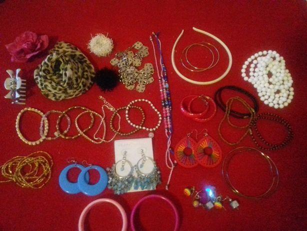 Zestaw biżuterii kolczyki bransoletki łańcuszki