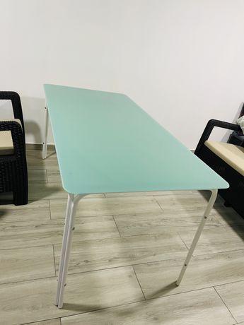 Mesa de exterior, resistente, com tampo em vidro