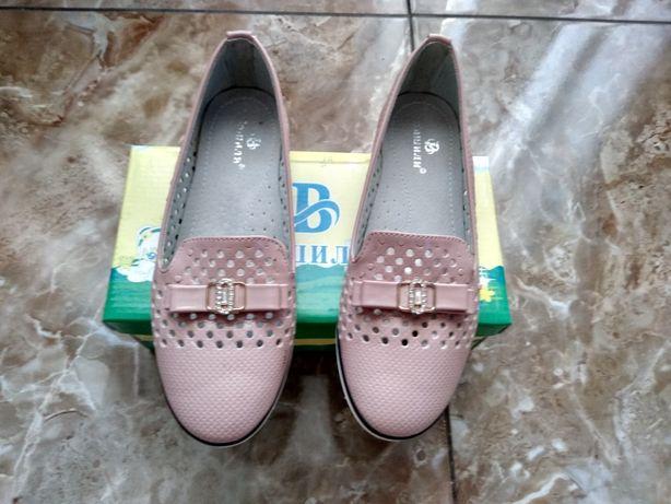 Продам туфлі на дівчинку