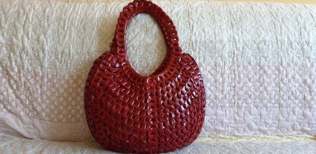 Skórzana czerwona niepowtarzalna pleciona torebka - skóra naturalna