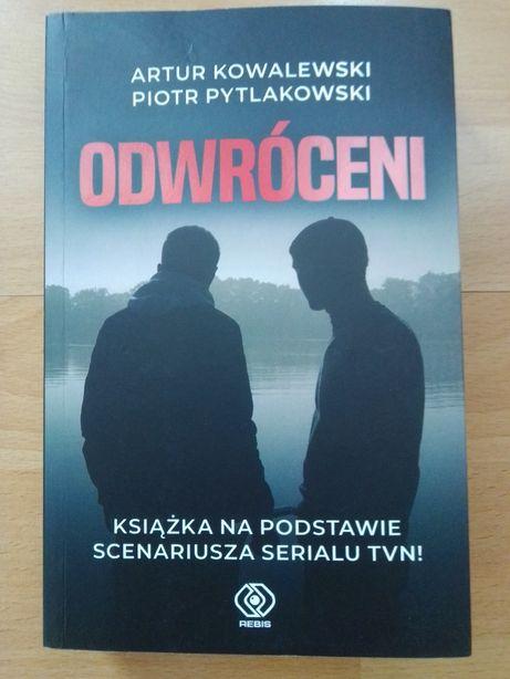 """książka """"Odwróceni"""" Kowalewski, Pytlakowski"""