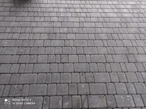 Якісно укладаю тротуарну плитку
