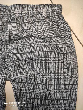 Leginsy w kratkę modne