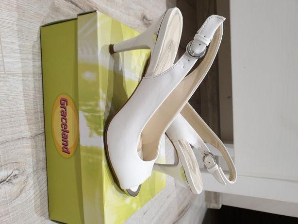 Białe sandały na obcasie Graceland
