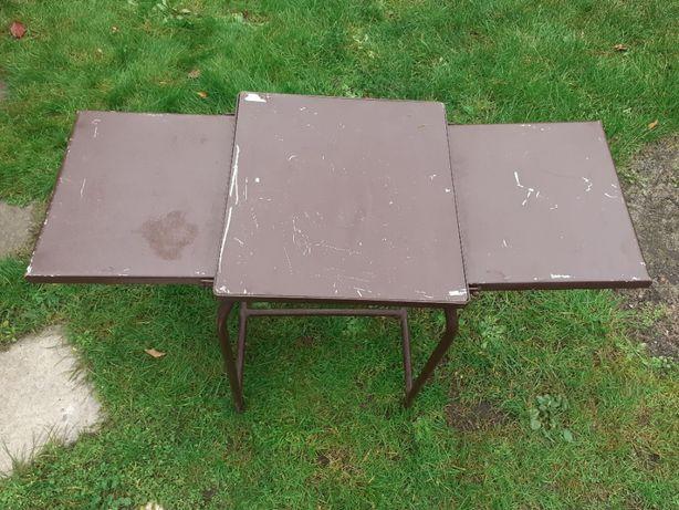 Stolik metalowy z blatami bocznymi