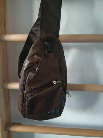 Nowa skórzana torba (plecak) na ramię z USB