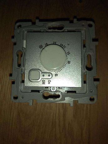 Продам термолегулятор теплых полов Legrand Etika