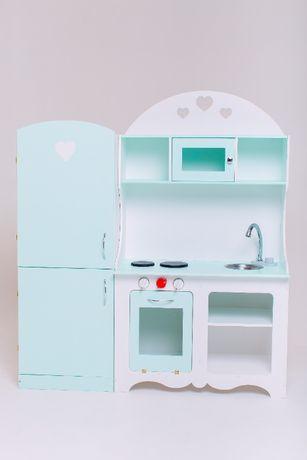 Детская кухня и холодильник