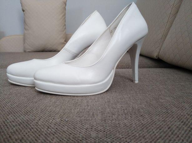 Buty białe szpilki ślubne roz 34