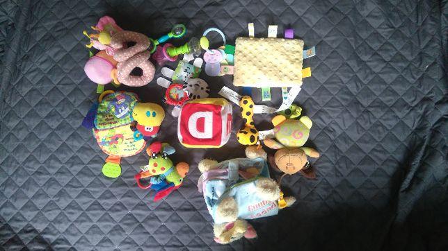 Sprzedam zestaw zabawek dla maluszka