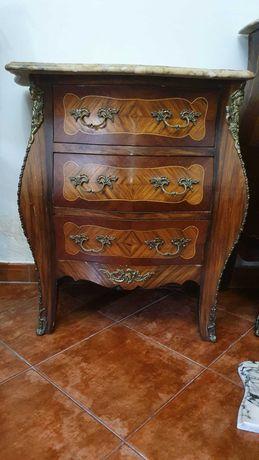 Vende-se 2 mesas de Cabeceira Vintage (Bom estado de conservação)