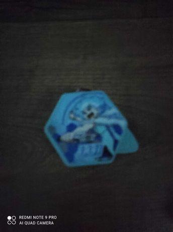 Zamienię Beyblade figurkę z kinder jajka i kotka z list kitis