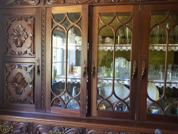 Móvel clássico/rústico de sala com cristaleira