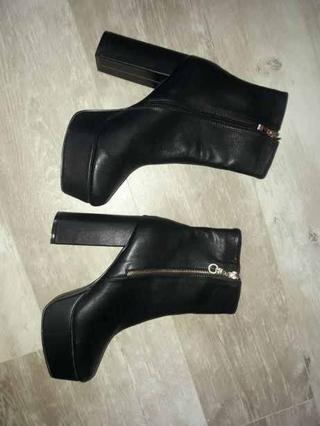 Ботинки на высоком каблуке(срочно)
