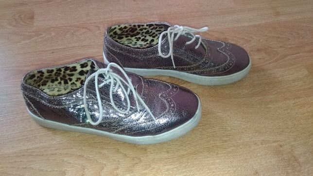 Продам туфли для девочки.