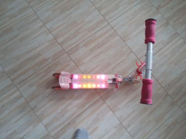 hulajnoga trzykołowa regulawana świecąca