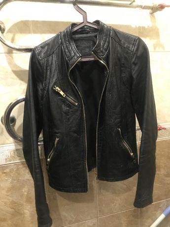 Натуральная кожаная куртка размер S