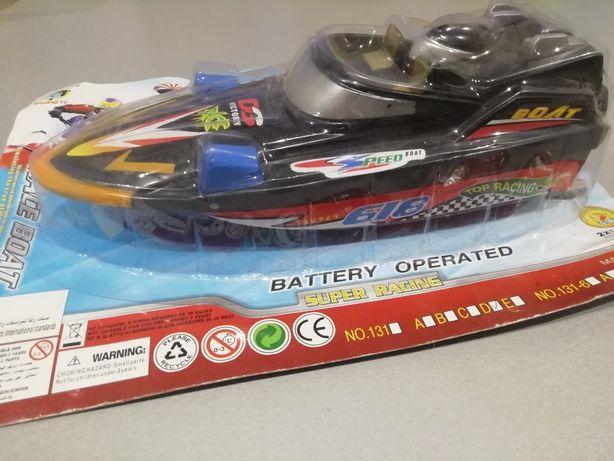Катер на батарейках
