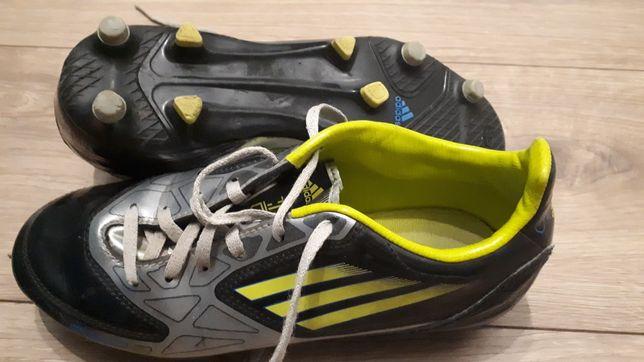 Buty piłkarskie adidas korki