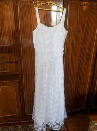 плаття біле з гіпюру.