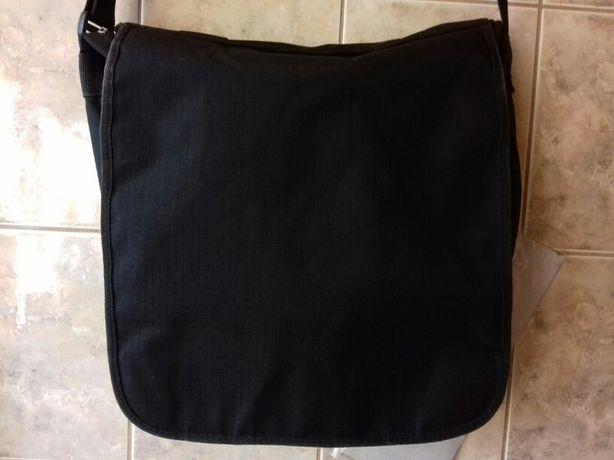 Czarna szkolna sportowa duża torba