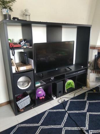 Móvel de televisão / Arrumação