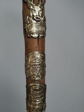 Drewniana laska antyczna z 1933 r.