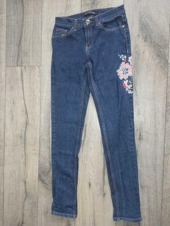 Spodnie z kwiatowym nadrukiem